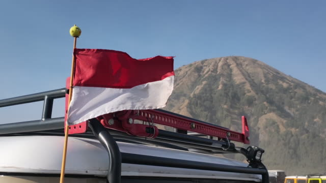 jeep transportation mount of bromo. - indonesia stock-videos und b-roll-filmmaterial