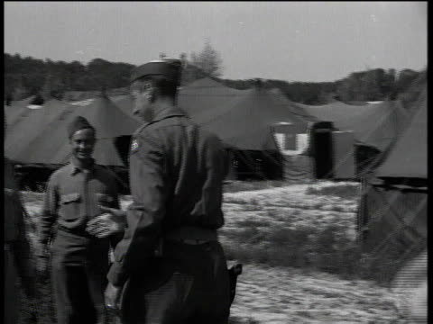 jeep with general mark clark arrives / getting out of car / shaking hand of officer / walking away - 死傷者点の映像素材/bロール