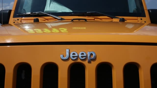 jeep wrangler vehicles are displayed for sale on the sales lot at cross chrysler jeep dealership in louisville kentucky us on monday june 29 2015... - 2010年代点の映像素材/bロール