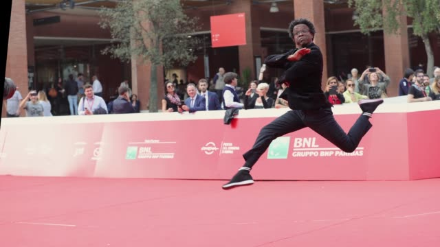 gif jeferson de walks the red carpet ahead of the 'correndo atras' screening during the 13th rome film fest at gif rome film fest 2018 at auditorium... - rome film fest stock videos and b-roll footage