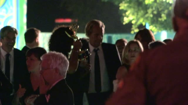 jeff daniels and kathleen rosemary treado at hbo's post emmy awards party at celebrity sightings in los angeles jeff daniels and kathleen rosemary... - emmy awards stock-videos und b-roll-filmmaterial