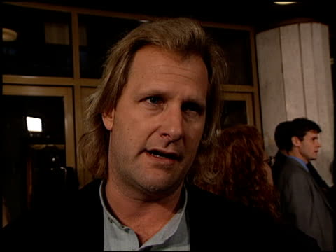 jeff daniels at the 'pleasantville' premiere at the mann national theatre in westwood california on october 19 1998 - mann national theater stock videos & royalty-free footage