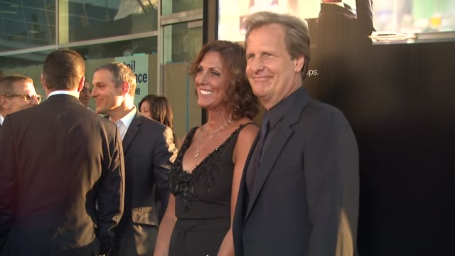 vídeos y material grabado en eventos de stock de jeff daniels kathleen rosemary treado at hbo's 'the newsroom' premiere at arclight cinemas jeff daniels kathleen rosemary treado at arclight cinemas... - cinerama dome hollywood