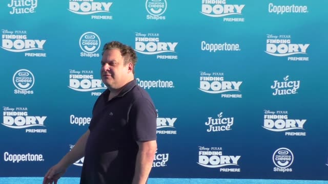 jeff garlin at finding dory premiere at el capitan theatre in hollywood at celebrity sightings in los angeles on june 08 2016 in los angeles... - el capitan kino stock-videos und b-roll-filmmaterial