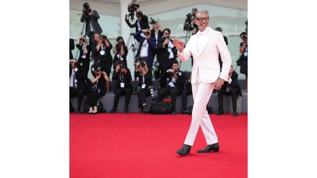 jeff goldblum on the red carpet for 'the mountains' during the 75th venice international film festival on august 28, 2018 in venice, italy. - カンヌ映画祭点の映像素材/bロール