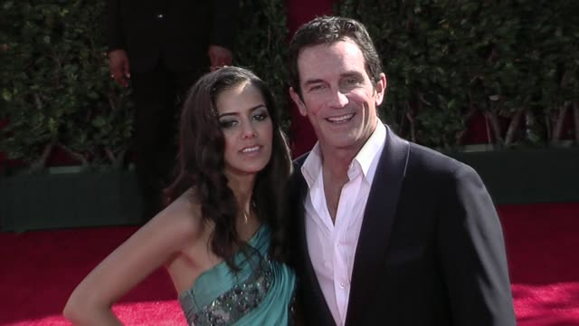 jeff probst and guest at the 61st annual primetime emmy awards arrivals part 3 at los angeles ca - annual primetime emmy awards stock-videos und b-roll-filmmaterial