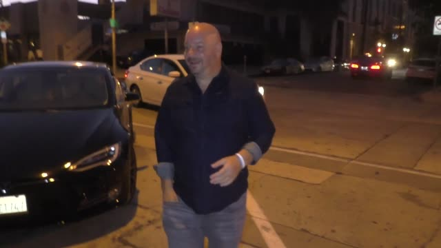 vídeos de stock, filmes e b-roll de interview jeff ross discusses the katz's delicatessen 'when harry met sally' orgasm contest outside craig's in west hollywood at celebrity sightings... - orgasmo