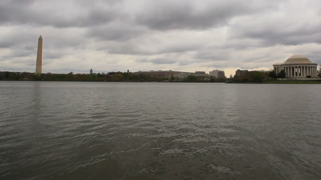 stockvideo's en b-roll-footage met jefferson and washington memorial - national archives washington dc