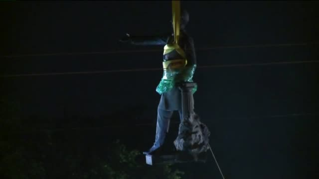 "jefferson davis statue being removed on may 11, 2017 after the new orleans city council declared four confederate monuments a ""public nuisance."" - monument stock videos & royalty-free footage"