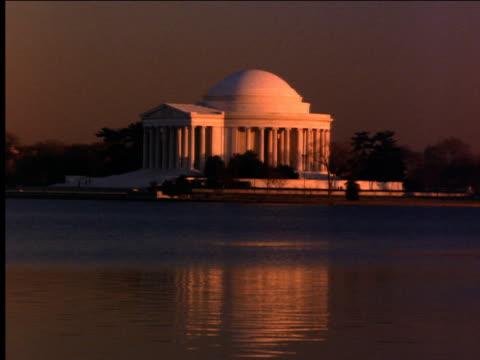 vidéos et rushes de jefferson memorial at sunset / washington dc - jefferson memorial