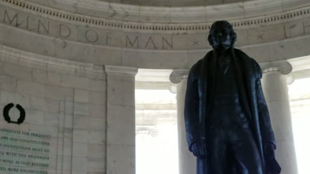 vidéos et rushes de jefferson memorial à washington, dc - pan en 4k/uhd - jefferson memorial