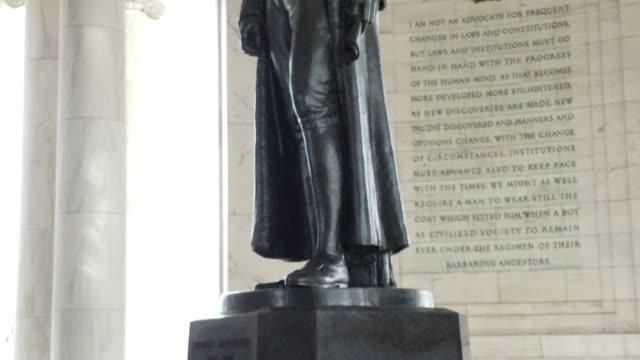 Jefferson Memorial in Washington, DC - Tilt Up in 4k/UHD