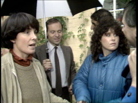 jeffrey archer resignation cambridgeshire archer wife handing out coffee to press mary archer inteview rochdale home of prostitute norman tebbit... - parlamentsmitglied stock-videos und b-roll-filmmaterial