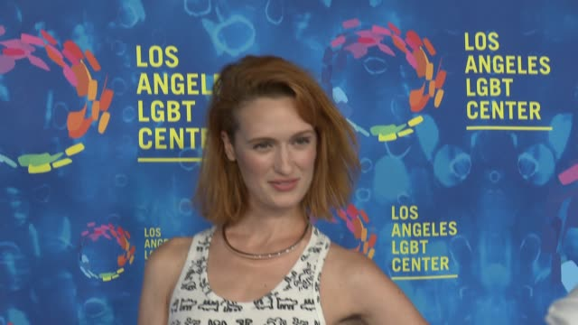 stockvideo's en b-roll-footage met jeffrey bowyerchapman sarah gertrude shapiro and breeda wool at the los angeles lgbt center's 47th anniversary gala vanguard awards at pacific design... - anniversary gala vanguard awards