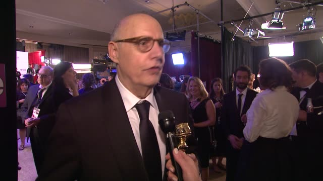 vídeos y material grabado en eventos de stock de interview jeffrey tambor on how he feels about the award at 72nd annual golden globe awards backstage at the beverly hilton hotel on january 11 2015... - the beverly hilton hotel