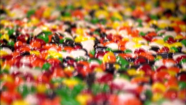jelly beans move on a conveyor. - jellybean stock videos & royalty-free footage