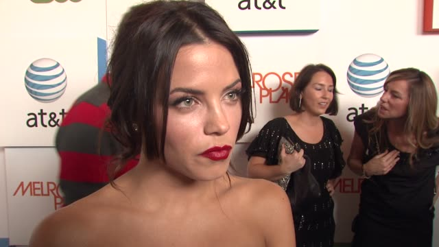 jenna dewan on if she could watch melrose place, how they will rework the old with new, and why melrose place is so popular. at the 'melrose place'... - 肥皂劇 個影片檔及 b 捲影像