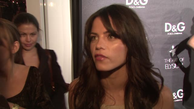 jenna dewan on why she loves dolce & gabbana, on what she's wearing, and on what she's looking forward to tonight at the d&g flagship boutique... - dolce & gabbana点の映像素材/bロール