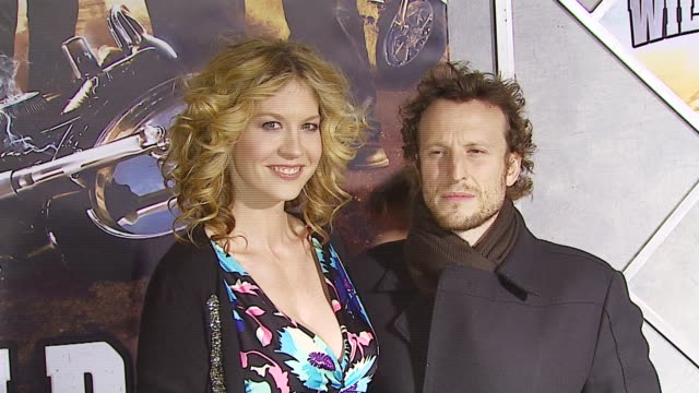 jenna elfman and husband bodhi elfman at the 'wild hogs' premiere at the el capitan theatre in hollywood california on february 27 2007 - jenna elfman stock videos & royalty-free footage