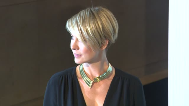 jenna elfman at the 2011 women in film crystal + lucy awards sponsored by pandora and max mara at beverly hills ca. - jenna elfman stock videos & royalty-free footage