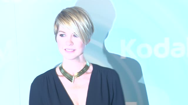 jenna elfman at the 2011 women in film crystal lucy awards sponsored by pandora and max mara at beverly hills ca - jenna elfman stock videos & royalty-free footage