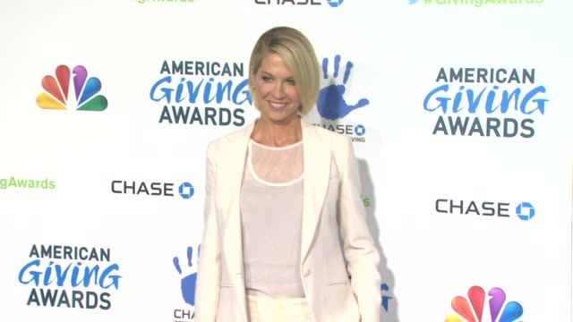 jenna elfman at the 2nd annual american giving awards presented by chase on in pasadena ca - hinterher bewegen stock-videos und b-roll-filmmaterial