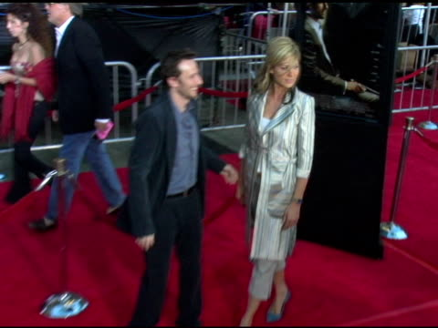 jenna elfman at the 'collateral' los angeles premiere at the orpheum theatre in los angeles california on august 2 2004 - jenna elfman stock videos & royalty-free footage