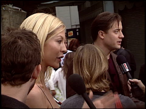 jenna elfman at the 'looney tunes back in action' premiere at grauman's chinese theatre in hollywood california on november 9 2003 - jenna elfman stock videos & royalty-free footage