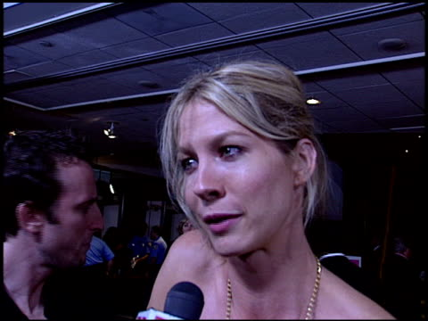 jenna elfman at the premiere of 'the manchurian candidate' at academy theater in los angeles california on july 22 2004 - jenna elfman stock videos & royalty-free footage