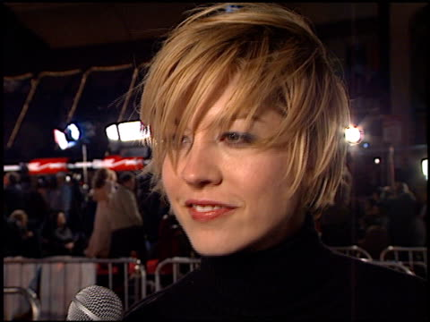 jenna elfman at the 'vanilla sky' premiere at grauman's chinese theatre in hollywood, california on december 10, 2001. - jenna elfman stock videos & royalty-free footage
