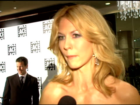 jenna elfman on presenting at the awards on respecting editors' work on admiring ron howard at the 56th annual ace eddie awards on february 20 2006 - jenna elfman stock videos & royalty-free footage