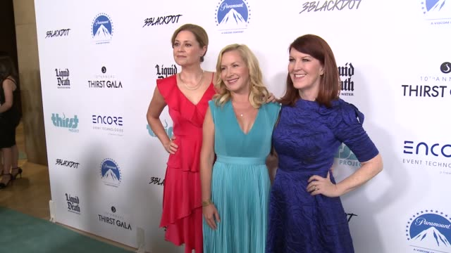 jenna fischer angela kinsey and kate flannery at thirst project's 10th annual thirst gala at the beverly hilton hotel on september 28 2019 in beverly... - angela kinsey stock videos and b-roll footage