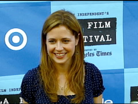 jenna fischer at the 'little miss sunshine' premiere at wadsworth theatre in los angeles california on july 2 2006 - wadsworth theatre stock videos & royalty-free footage