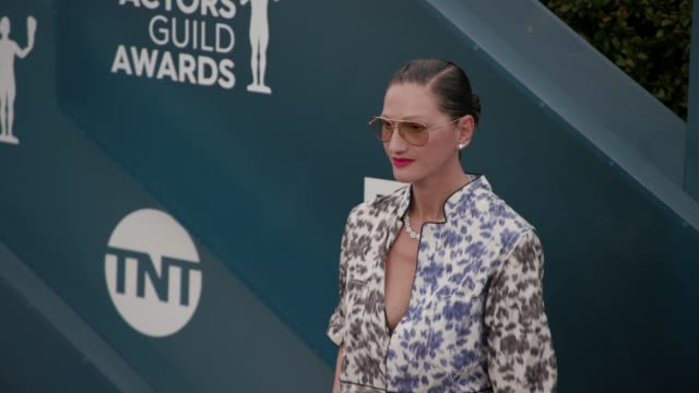 jenna lyons at the 26th annual screen actors guild awards - arrivals at the shrine auditorium on january 19, 2020 in los angeles, california. - screen actors guild awards stock-videos und b-roll-filmmaterial