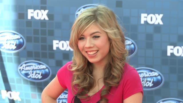 jennette mccurdy at the fox's 'american idol 2011' finale results show at los angeles ca - results show stock videos & royalty-free footage