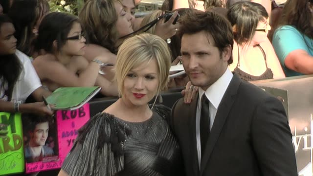 jennie garth and peter facinelli at the 'the twilight saga: eclipse' premiere at los angeles ca. - peter facinelli video stock e b–roll