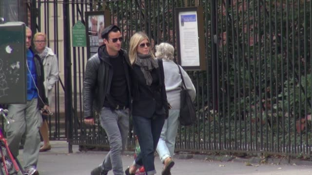 jennifer aniston and justin theroux in new york on 9/15/2011 - jennifer aniston stock videos & royalty-free footage