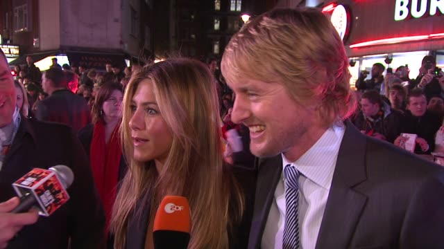 jennifer aniston and owen wilson on jennifer being part of the vince vaughn, ben stiller fratpack at the marley and me uk premiere at london . - vince vaughn stock videos & royalty-free footage