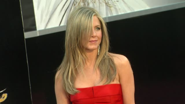 vídeos de stock e filmes b-roll de jennifer aniston at 85th annual academy awards arrivals in hollywood ca on 2/24/13 - cerimónia dos óscares
