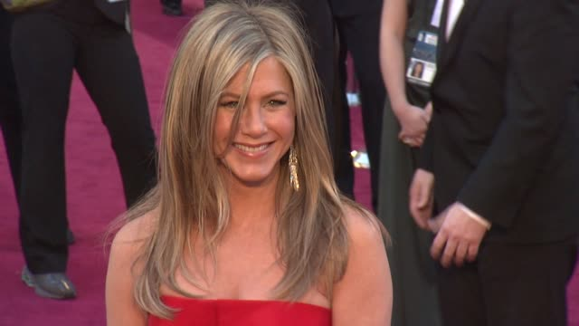 jennifer aniston at 85th annual academy awards arrivals on 2/24/13 in los angeles ca - jennifer aniston stock videos & royalty-free footage
