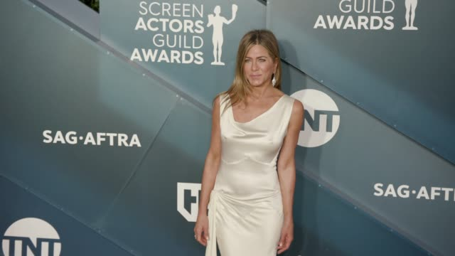 jennifer aniston at the 26th annual screen actors guild awards arrivals at the shrine auditorium on january 19 2020 in los angeles california - 映画俳優組合点の映像素材/bロール