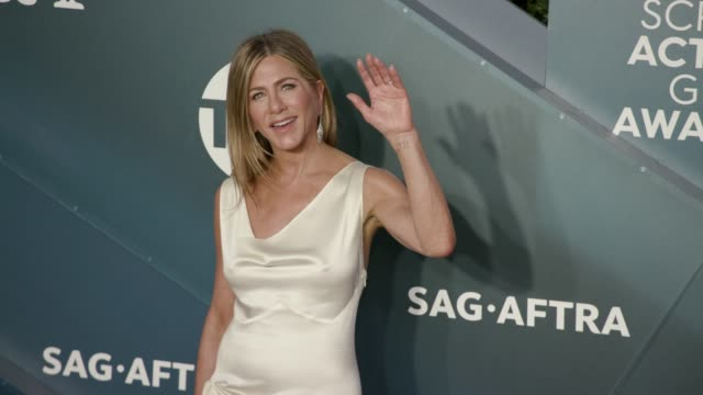 jennifer aniston at the 26th annual screen actorsguild awards at the shrine auditorium on january 19, 2020 in los angeles, california. - screen actors guild stock videos & royalty-free footage