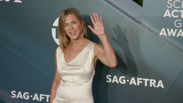 jennifer aniston at the shrine auditorium on january 19, 2020 in los angeles, california. - screen actors guild awards stock-videos und b-roll-filmmaterial