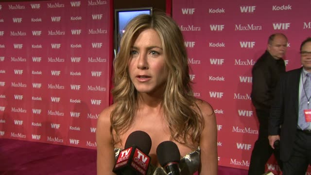 jennifer aniston on being honored her future aspirations her favorite women in film at the 2009 women in film crystal lucy awards at century city ca - jennifer aniston stock videos & royalty-free footage