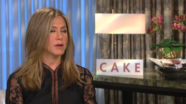 vídeos y material grabado en eventos de stock de jennifer aniston on how she loves to be an actress and how she uses people in her environment to make a believable character - perdón