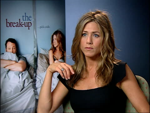 jennifer anniston/vince vaughn interviews; england: london: int reporter asking question sot jennifer aniston interview sot - on taking a date to see... - vince vaughn stock videos & royalty-free footage