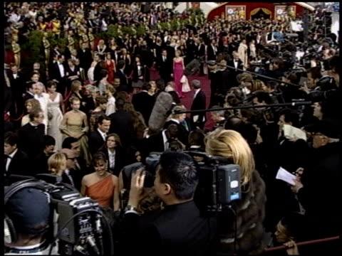vidéos et rushes de jennifer garner at the 2004 academy awards arrivals at the kodak theatre in hollywood, california on february 29, 2004. - 76e cérémonie des oscars