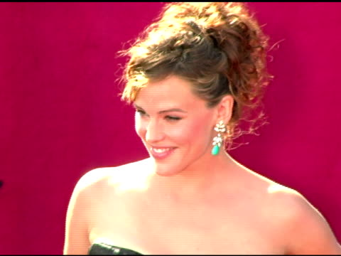 jennifer garner at the 2005 emmy awards at the shrine auditorium in los angeles, california on september 18, 2005. - emmy awards stock-videos und b-roll-filmmaterial