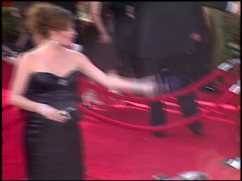 jennifer garner at the 2005 emmy awards entrances at the shrine auditorium in los angeles, california on september 18, 2005. - emmy awards stock-videos und b-roll-filmmaterial