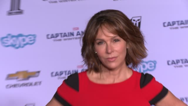 vídeos y material grabado en eventos de stock de jennifer grey at the captain america the winter soldier los angeles premiere at the el capitan theatre on march 13 2014 in hollywood california - cines el capitán